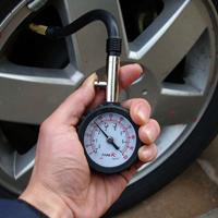 Манометр для измерения давления в шинах, какой лучше выбрать?